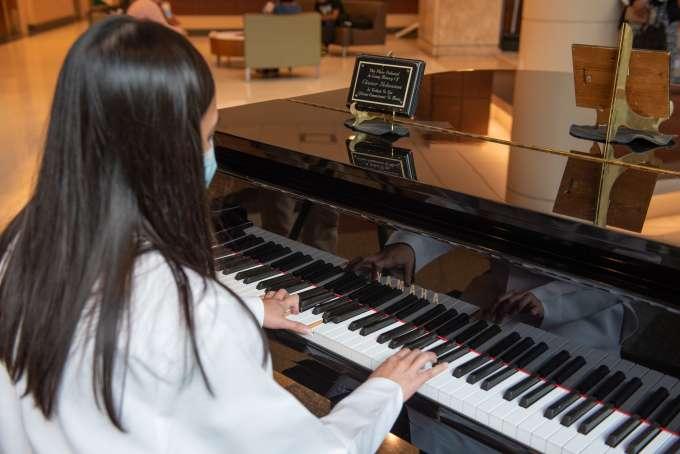 aprinda playing piano